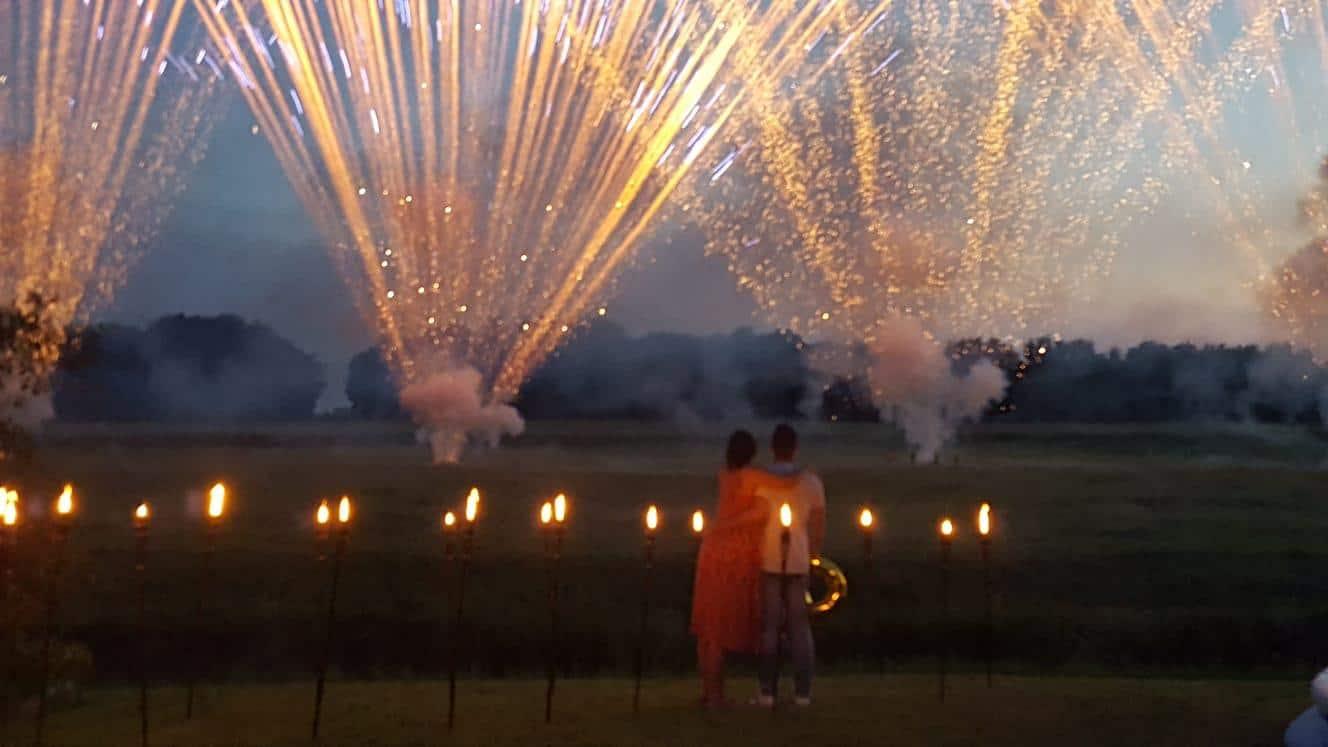 Heiratsantrag mit Feuerwerk
